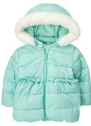 Демисезонная куртка на флисовой подкладке с капюшоном.