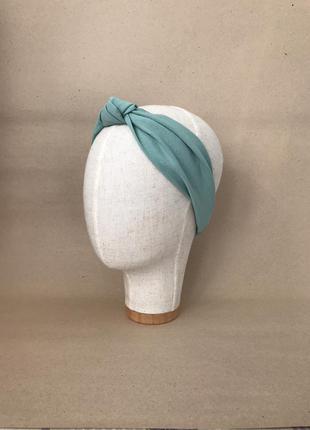 Повязка на голову/для волос с узелком в серо-мятном цвете
