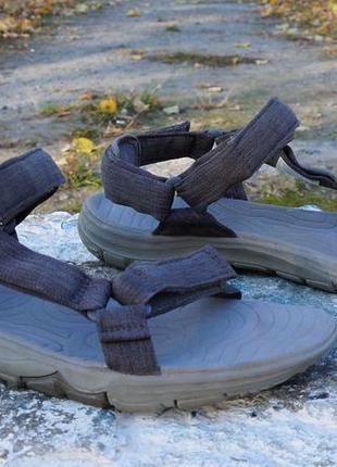 Круті сандалі jack wolfskin
