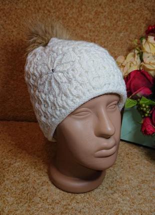 Красивая вязаная белая шапка , двойная , теплая , с меховым бо...