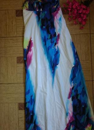 Красивое белое платье в пол с  синим рисунком