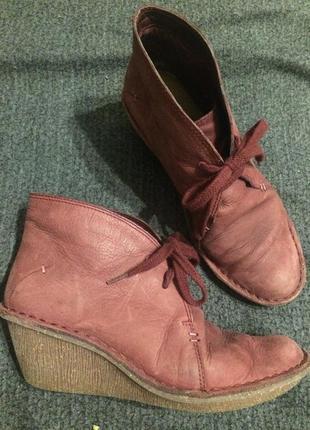 Clarks artisan кожаные ботинки на танкетке бургудия