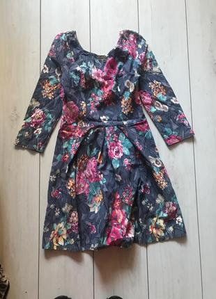 Короткое платье в цветы с пышной юбкой s-m