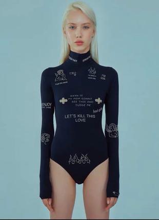 Чёрный женский боди с тату надписями