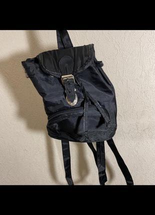 Чёрный маленький рюкзак женский нейлоновый удобный