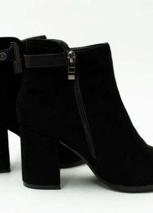 Женские ботинки на каблуку