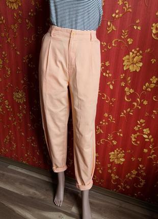 Персиковые тонкие брюки бананы с защипами, высокая талия посад...