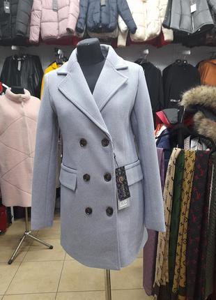Очень красивое двухбортное пальто