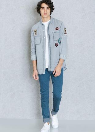 Серая стильная джинсовая рубашка с нашивками topman