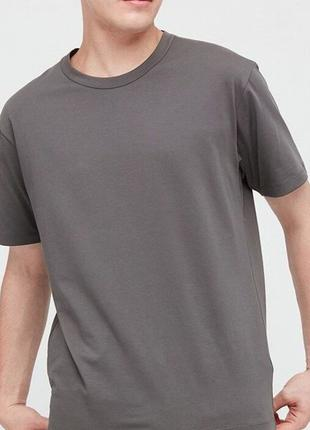 Базовая футболка Uniqlo