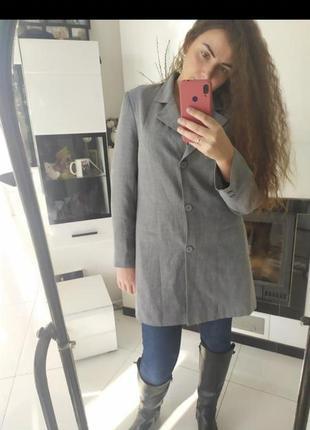 Серый удлиненный пиджак жакет