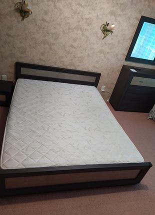 Кровать с ортопедическим матрасом 160х200 см, 2 тумбочки