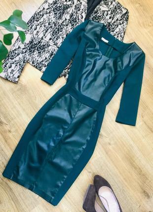 Сукня смарагдового кольору з вставками з екошкіри