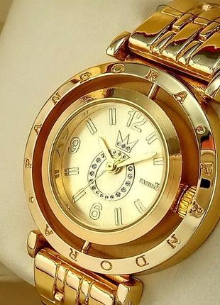 Женские наручные часы золотого цвета с золотым циферблатом