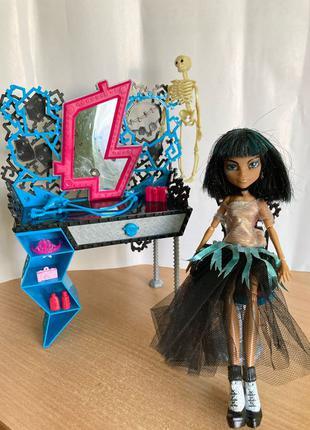 Кукла Монстр Хай и ее туалетный столик