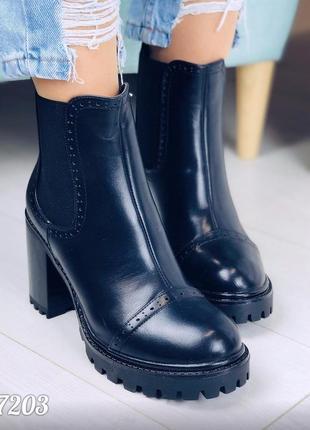 Черные ботинки деми на удобном каблуке