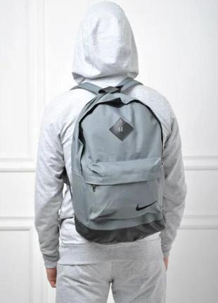Городской рюкзак серый с черным