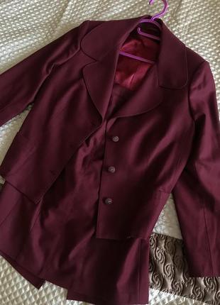 Новый костюм винного цвета для элегантных дам