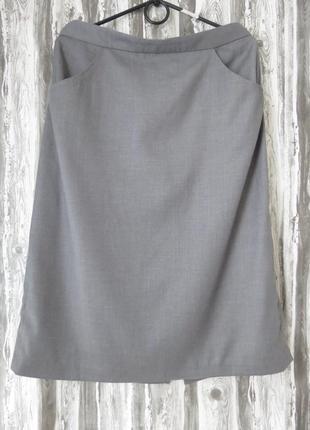 Юбка прямого кроя с карманами серого цвета 48 размер