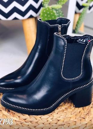 Ботинки челси деми на удобном каблуке