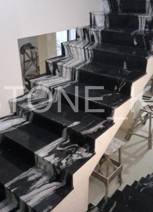 Лестница из камня (кварц, мрамор, гранит)