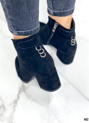 Женские осенние ботинки на толстом каблуке замшевые