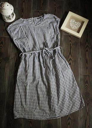 Базовое хлопковое платье в клетку для кормящих мам