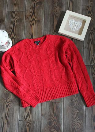 Укороченый вязаный свитер с косами