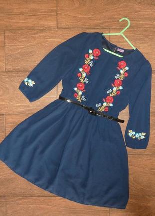 Нарядное платье с вышивкой на 11-12 лет