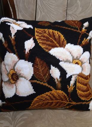 Подушка декоративная вышитая полекрестом, ручная работа