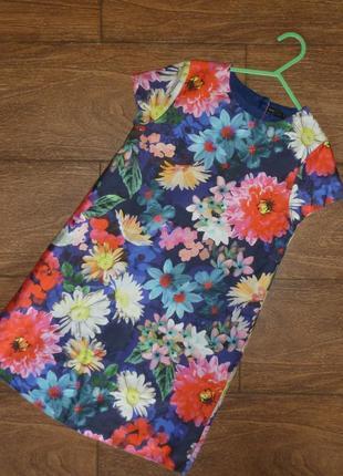 Нарядное платье с рисунком цветы на 7-8 лет