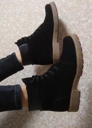 Демисезонные черные замшевые ботинки низкий ход40,41 размер