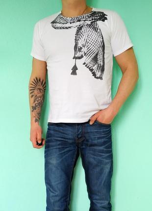 Мужская белая футболка с принтом no name
