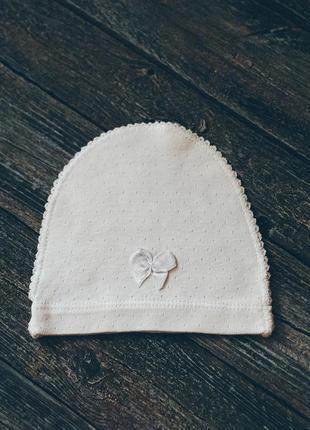 Хлопковая шапочка на новорожденного