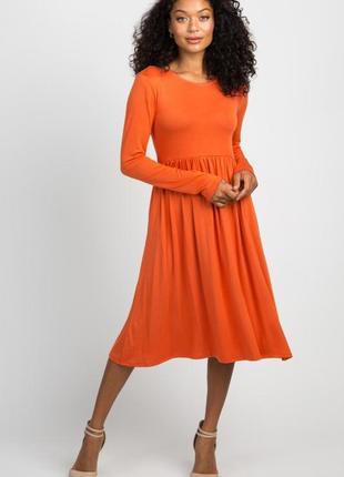 Оранжевое платье с длинным рукавом