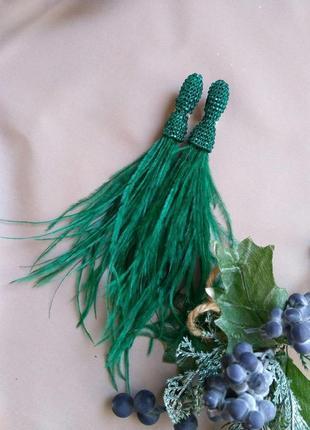 Вечерние серьги из перья зелёные, воздушные лёгкие украшения