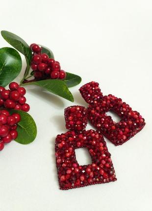 Яркие модные сережки красного цвета, украшения на новогодние п...