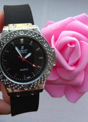 Новые часы черные с серебристым циферблатом