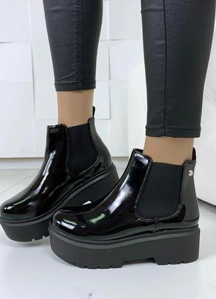 Лаковые осенние ботинки на платформе.