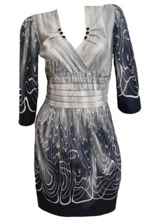 Красивое демисезонное  платье с декольте