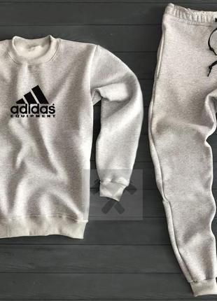 Стильный мужской спортивный костюм adidas серый