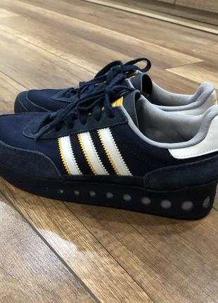 Замшевые кроссовки adidas