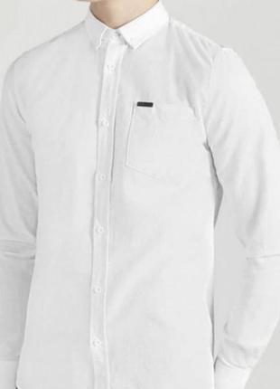 Белая рубашка по фигуре олдскул