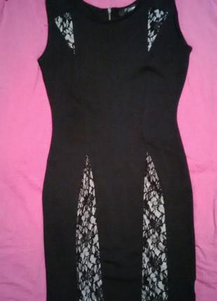 Черное платье с гипюровыми вставками