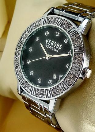 Женские кварцевые наручные часы с датой на металлическом браслете