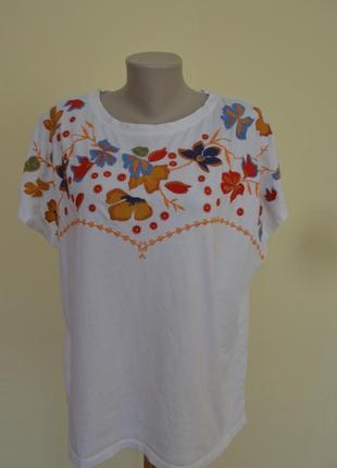 Очень красивая белая блузочка футболка шикарная вышивка