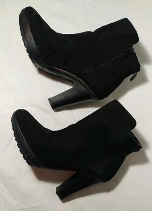 Демисезонные ботинки полусапоги на широком каблуке