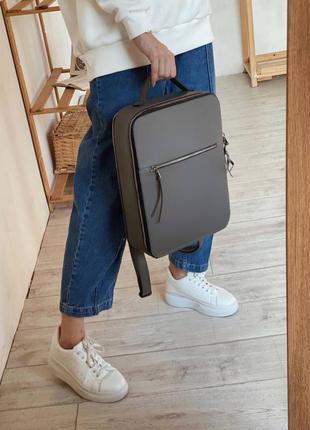 Серый прямоугольный рюкзак