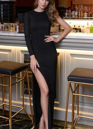 Элегантное длинное платье с разрезом