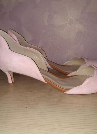 Туфли 43-44 р на маокньком каблучке